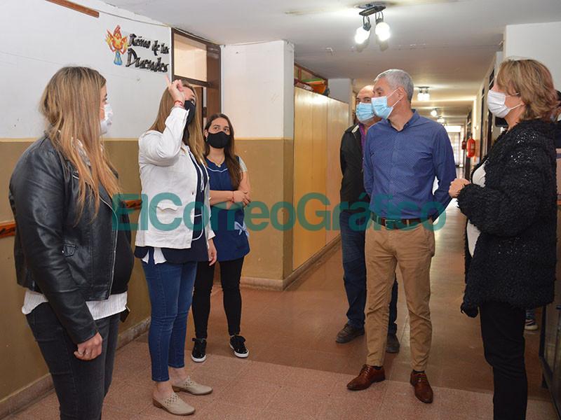 Cagliardi paseo por las obras que se ejecutan en el Jardin de Infantes N° 910 01
