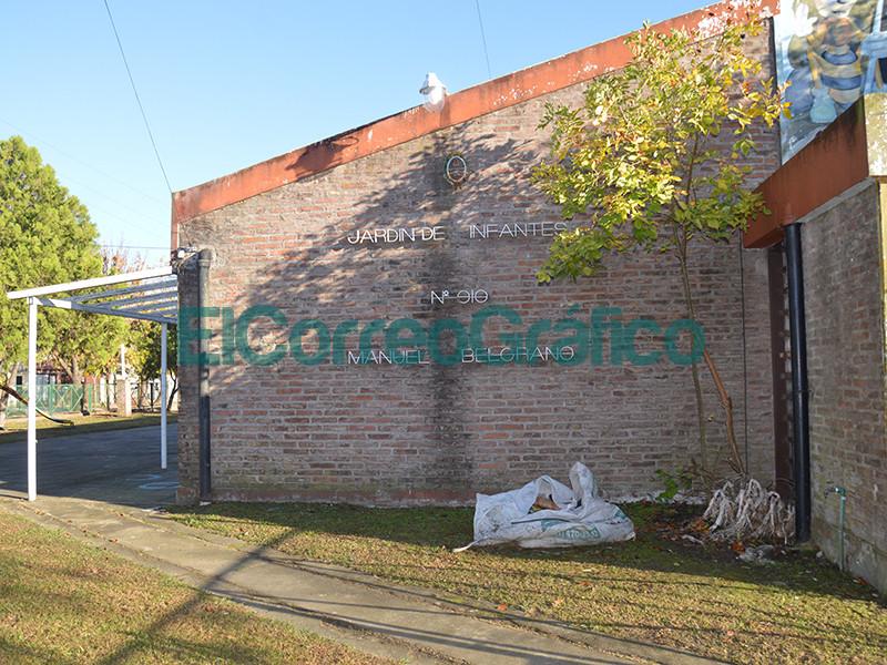 Cagliardi paseo por las obras que se ejecutan en el Jardin de Infantes N° 910 04
