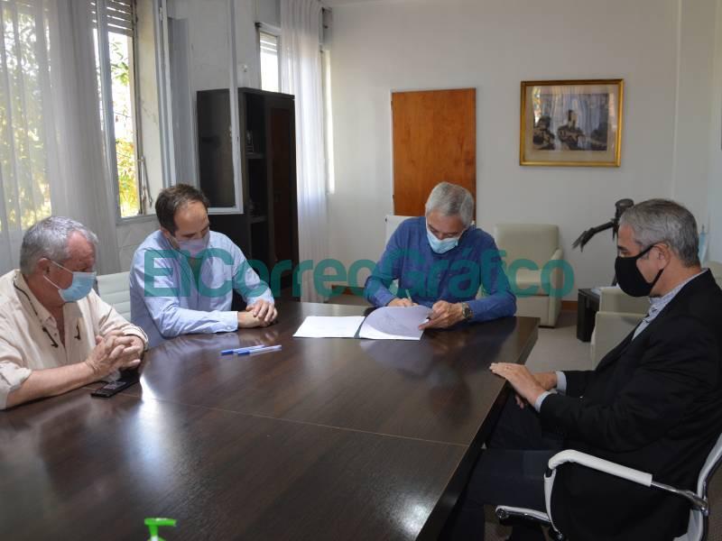 Cagliardi y Ferraresi firmaron un convenio en el marco del PROMEBA 2