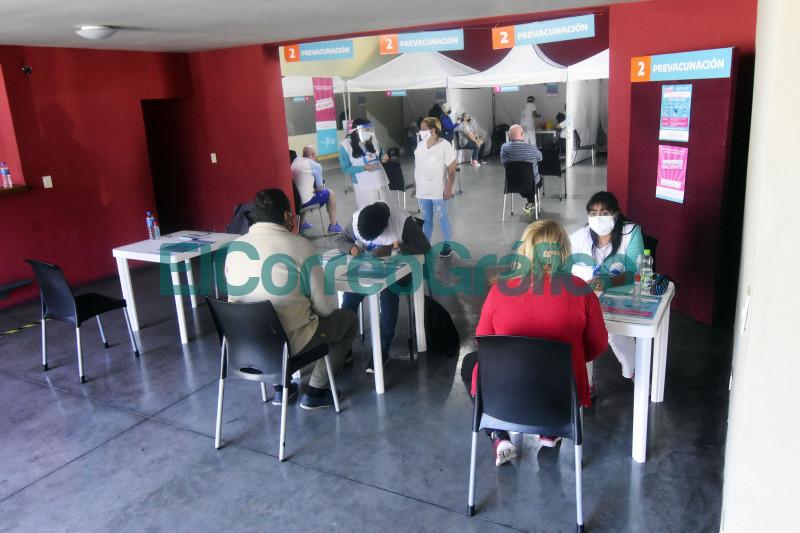 Comenzo la vacunacion contra el coronavirus en el Polideportivo de Los Hornos 2