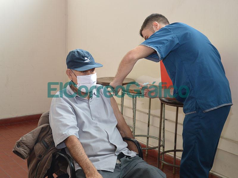 Continua el operativo de vacunacion en Berisso 2