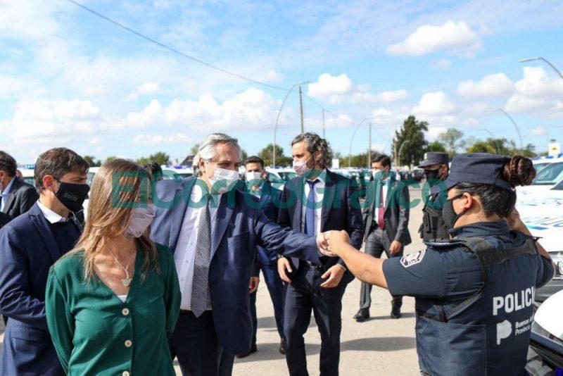 Fernandez anuncio la instalacion de 4.000 paradas con dispositivos de seguridad en 43 municipios bonaerenses 1