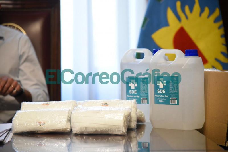 Garro recibio a representantes de una drogueria quienes donaron barbijos y alcohol en gel 2
