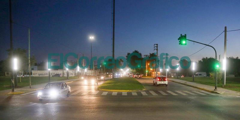Instalacion de lamparas LED tipo vela en las avenidas 38 y 31 1
