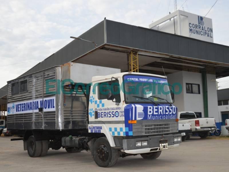 Cagliardi reciclo un camion para realizar un movil veterinario 1