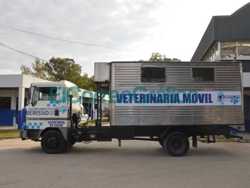 Cagliardi reciclo un camion para realizar un movil veterinario 2