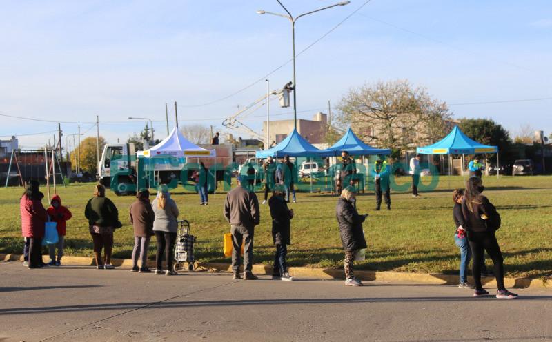 Con gran exito debuto la Feria Municipal en Los Hornos 6