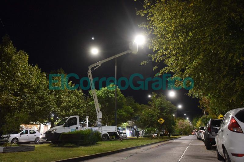 Instalacion de 10 mil nuevas luminarias LED en barrios platenses 3