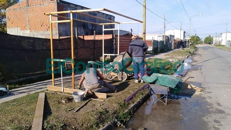 Los vecinalista de VAMOS instalaron 2 paradas de colectivos 03