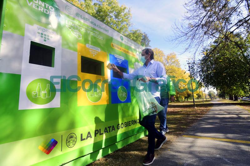 Se inauguro un punto fijo de reciclaje en Villa Castells 2
