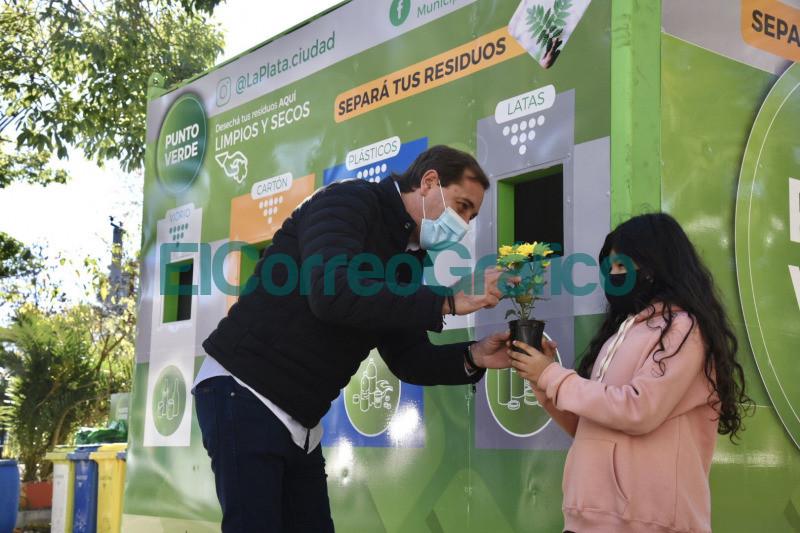 Se instalo un nuevo punto fijo de reciclaje en Plaza Alsina 📬 El Correo Grafico 1