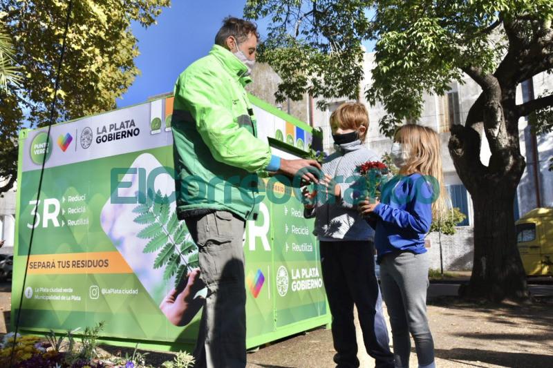 Se instalo un nuevo punto fijo de reciclaje en Plaza Alsina 📬 El Correo Grafico 3