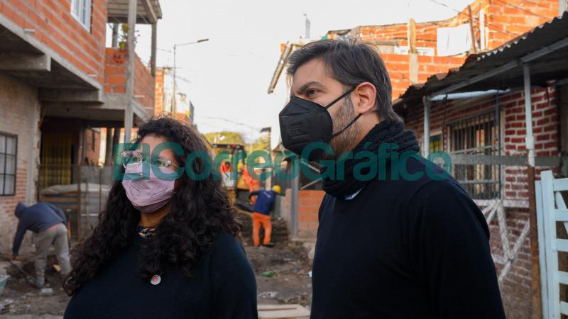 Bianco y Barrios pasearon por obras y programas de reurbanizacion en Lanus 02