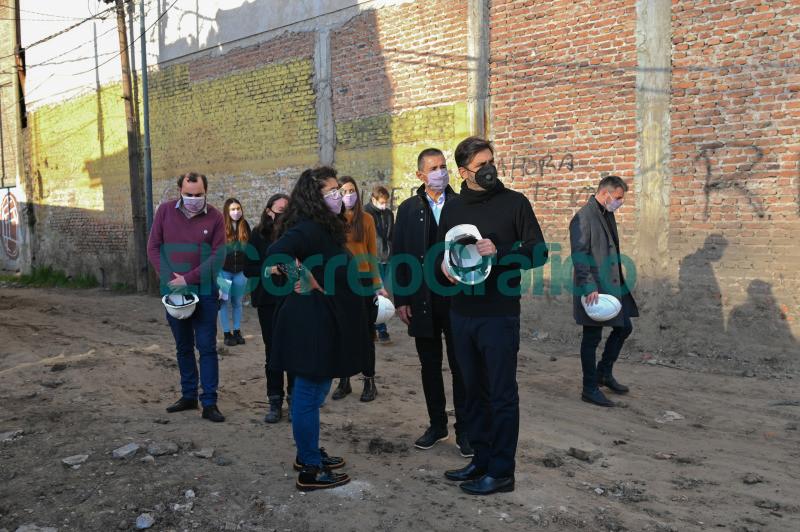 Bianco y Barrios pasearon por obras y programas de reurbanizacion en Lanus 05