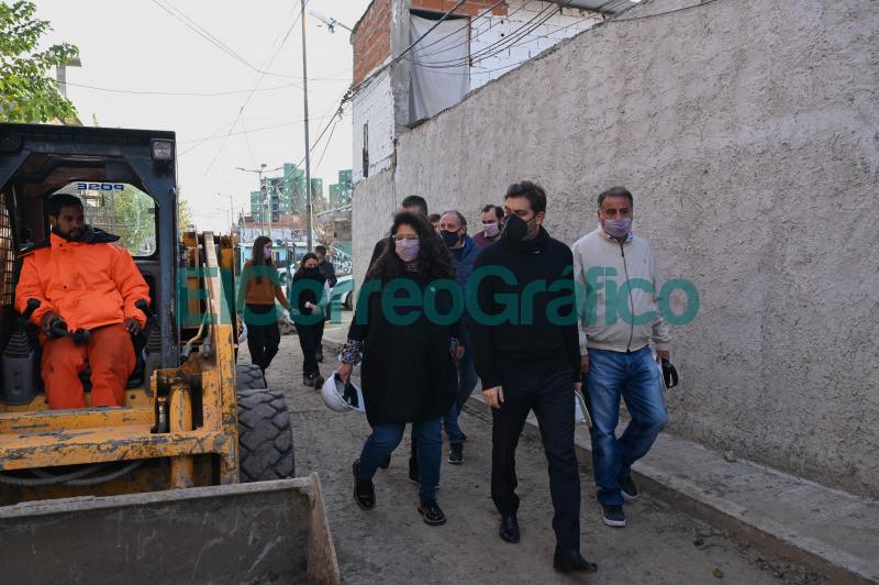 Bianco y Barrios pasearon por obras y programas de reurbanizacion en Lanus 07
