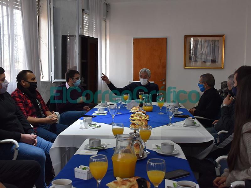 Cagliardi desayuno con periodistas locales en el Dia del Periodista
