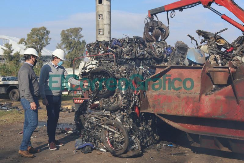 Compactacion de 3.500 motos secuestradas en La Plata 📬 El Correo Grafico 1