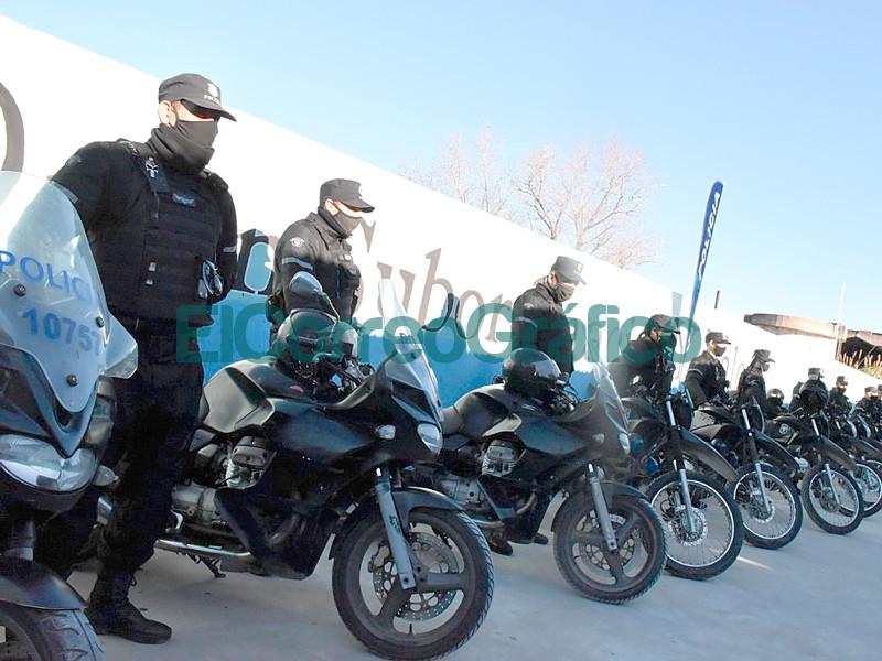 El Municipio entrego nuevo equipamiento a la policia motorizada 📬 El Correo Grafico 2
