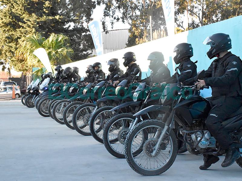 El Municipio entrego nuevo equipamiento a la policia motorizada 📬 El Correo Grafico 4