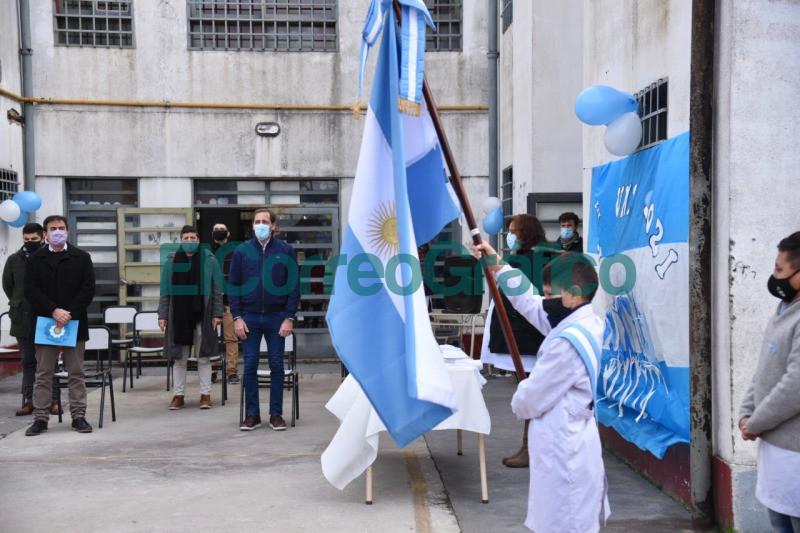 Garro participo de la promesa a la Bandera junto a alumnos de la ciudad 1