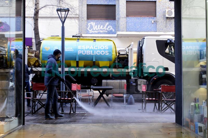 Intensifican las tareas de hidrolavado y desinfeccion en centros comerciales y gastronomicos 3