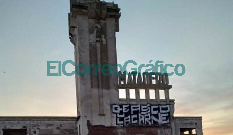 Dos activistas veganos fueron demorados por vandalizar las ruinas de Epecuen