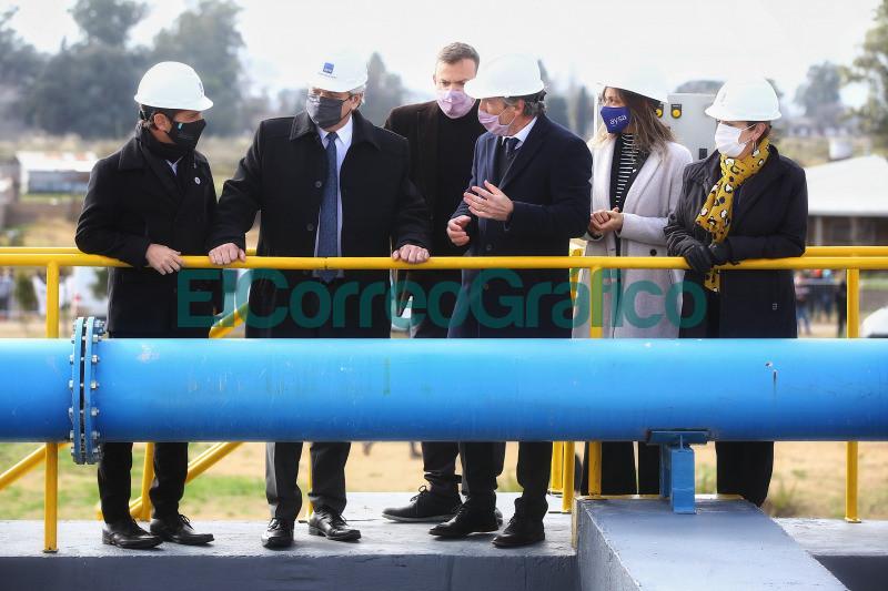 Fernandez inauguro una planta depuradora de AYSA en Presidente Peron 02