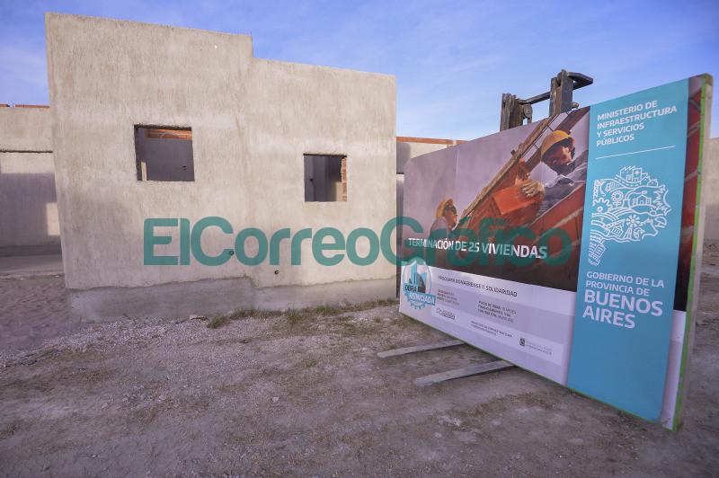 Kicillof recorrio obras de viviendas en Pigue 1